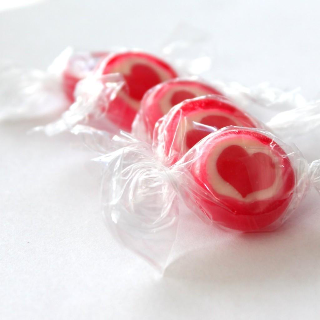 Rocks Bonbons Herz Erdbeer Tischdeko Gastgeschenk Hochzeit Sommerfest
