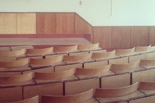 Semesterferien: ein leerer Hörsaal